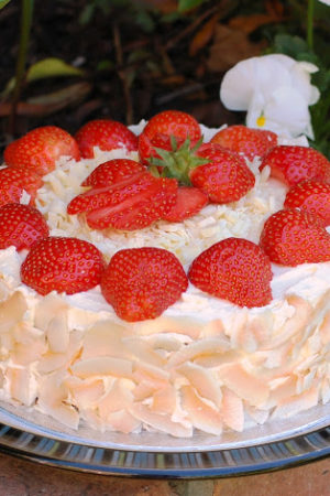 Strawberry and White Chocolate Cake – Simple and in Season