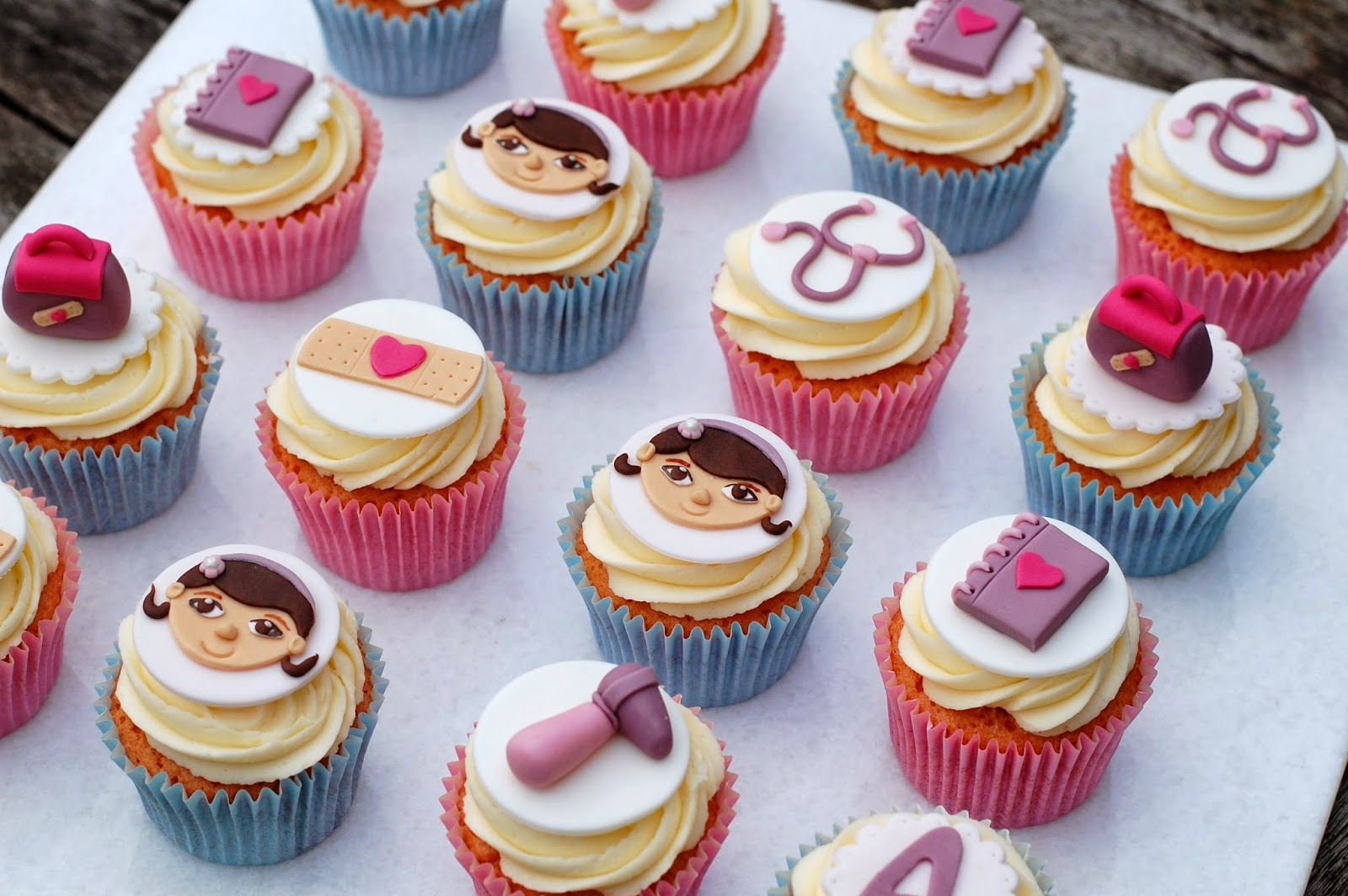 Brilliant Doc Mcstuffins Cupcakes Vanilla Frost Cakes Funny Birthday Cards Online Eattedamsfinfo