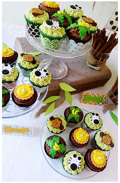 Colourful jungle safari celebration cupcakes